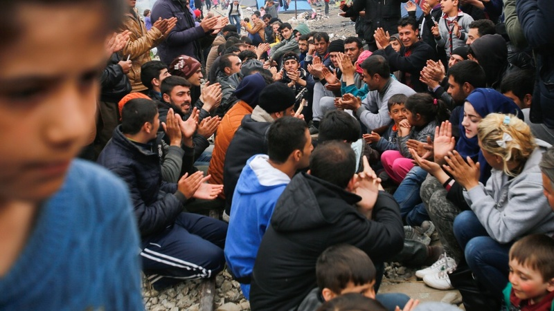 Elderly Greek couple opens home to migrants