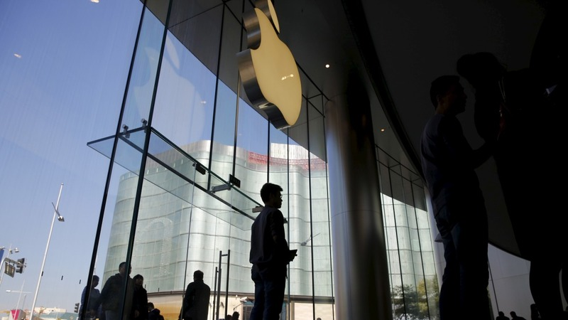 Apple's risky 'less is more' gamble in China