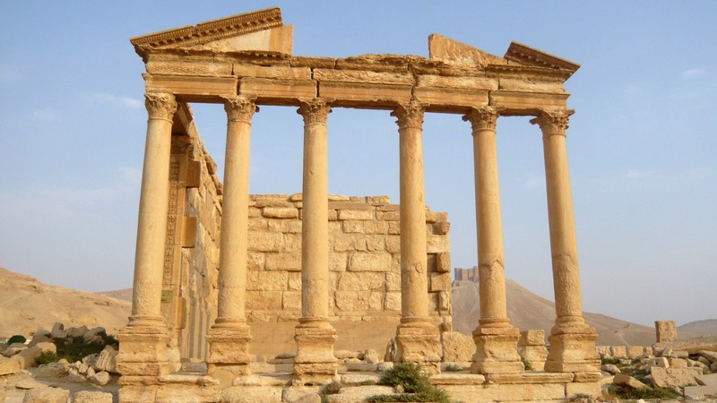 Syrian forces push to save Palmyra
