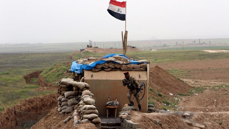 Iraqi forces make slow progress south of Mosul