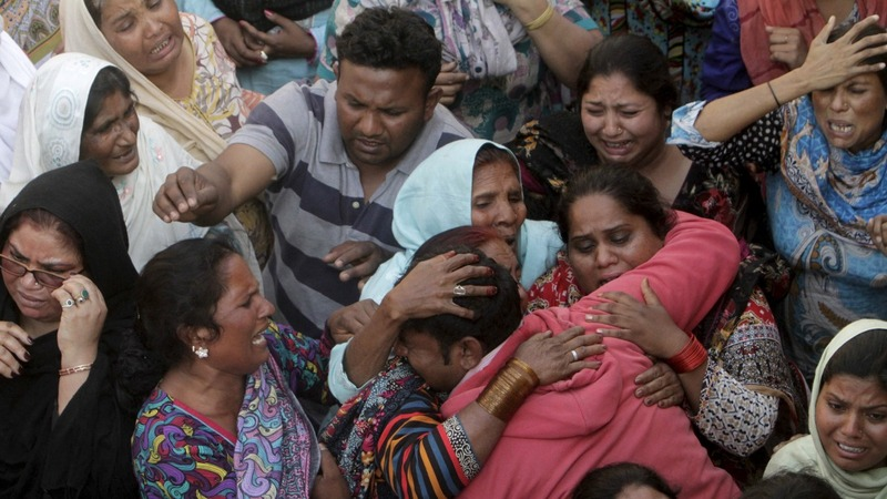 Funerals held for Lahore bombing victims