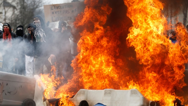 France protests expose weakened Hollande