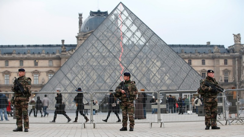 Paris attacks suspect 'will co-operate'