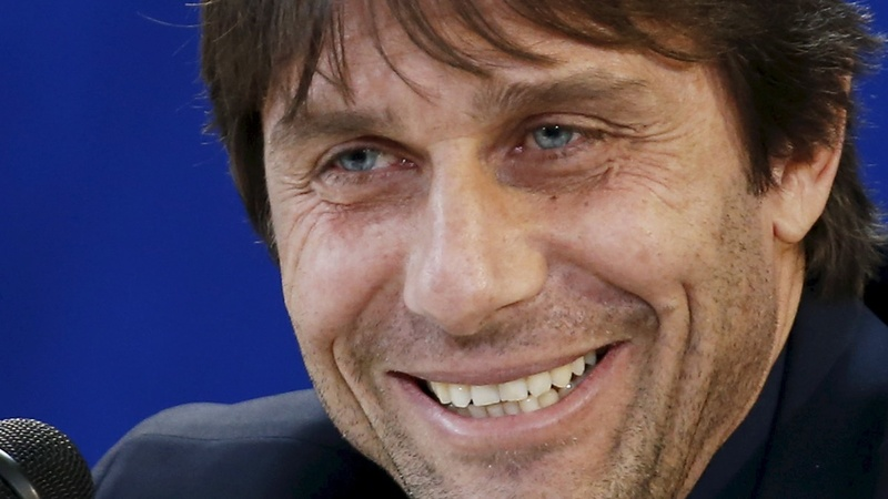 Antonio Conte signs with Chelsea