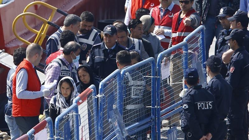Greece ships migrants back to Turkey