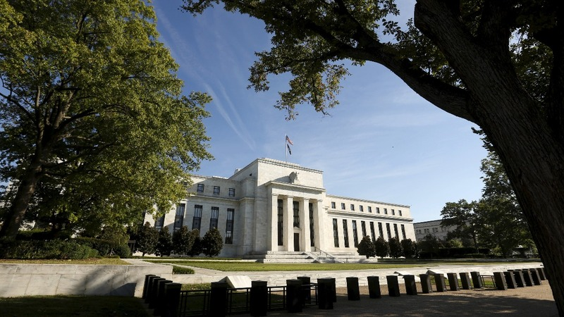 Fed officials try to manage political pressure
