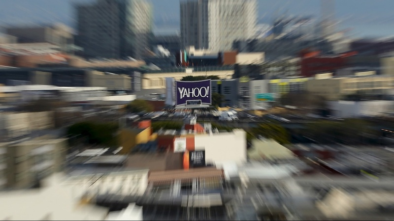 Old media vs new: Mail eyes Yahoo bid