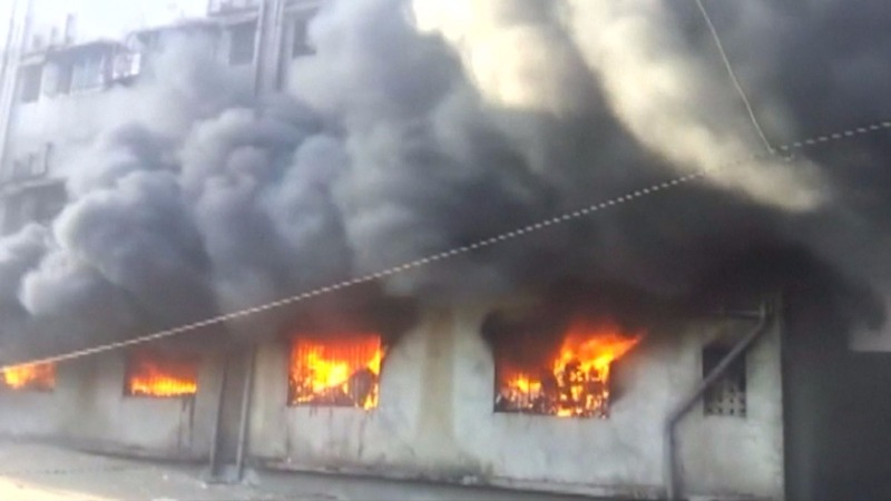 Fire traps workers inside Indian factory