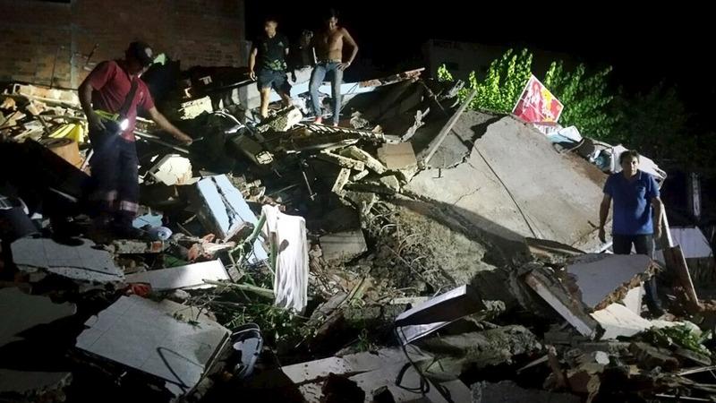 Earthquake rocks Ecuador: hundreds killed