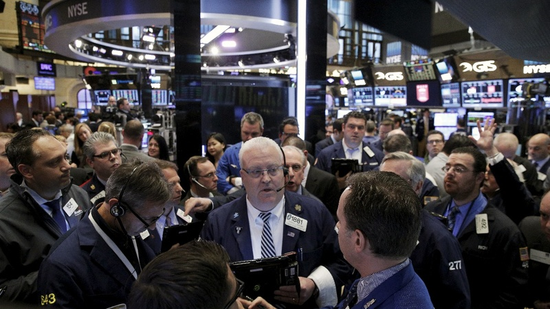 Dow hits 18,000 as oil shakes off Doha debacle
