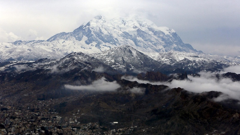 INSIGHT: Cholita women take on eight-peak climb