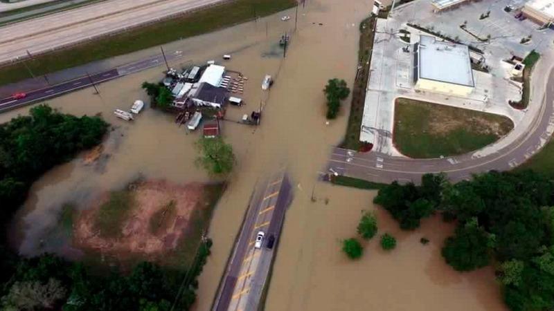 Houston floods kill 8