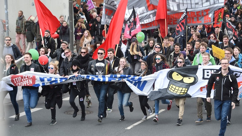 Thousands protest in Germany ahead of Obama visit