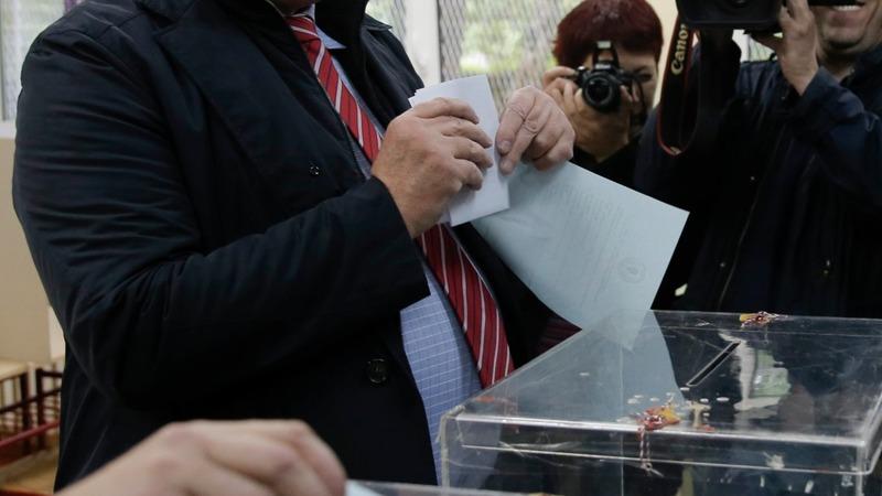 Serbians vote amid far-right surge