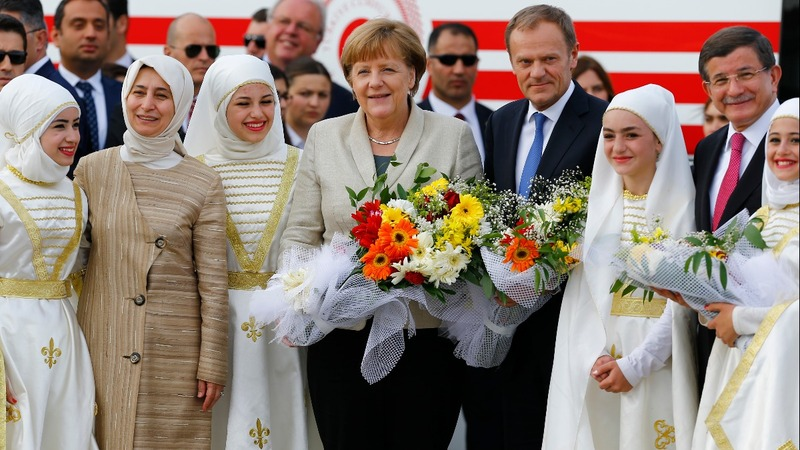 Merkel visits Syrian refugee camp in Turkey