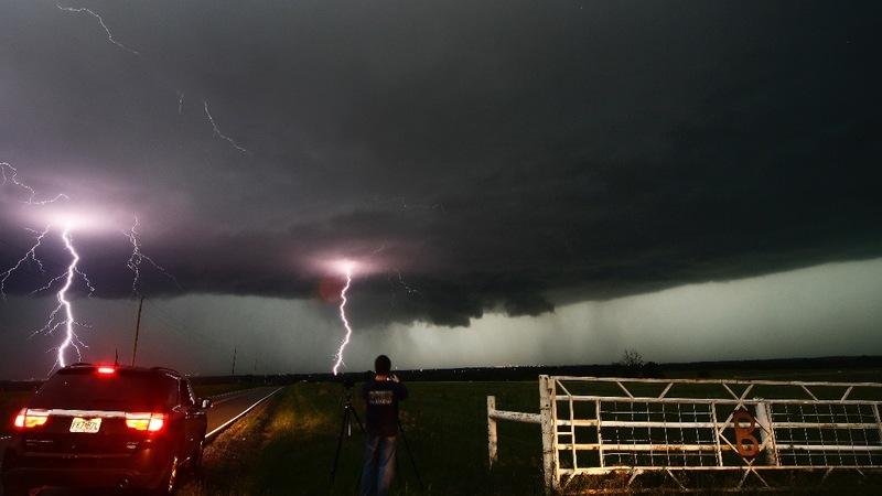 Hail, tornadoes, flash floods lash plains states