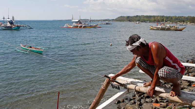 Filipino fisherman vote to stand up to China