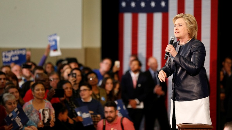 Wall Street donations consolidate behind Clinton