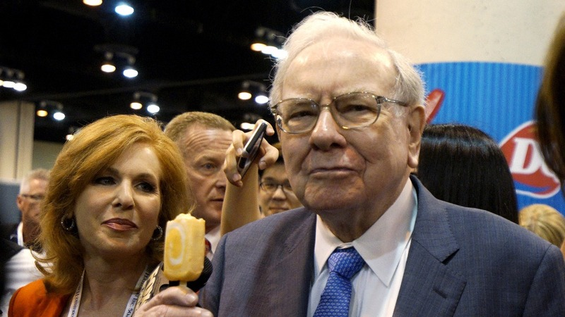 Buffett takes a billion dollar position in Apple