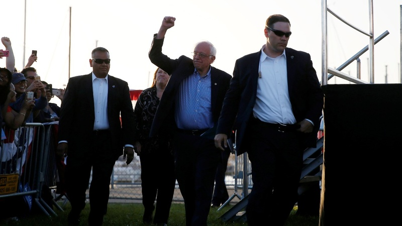Trump woos Sanders loyalists amid Dem chaos