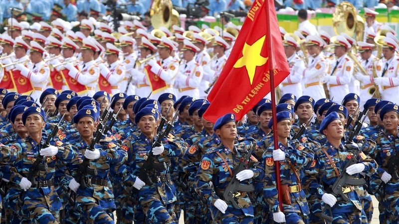 Obama weighs lifting Vietnam arms ban