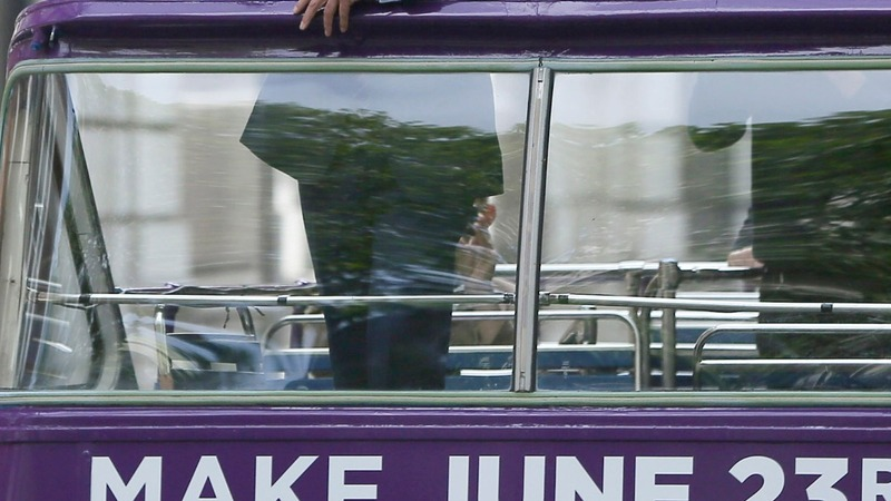 Farage launches UKIP Brexit battle bus