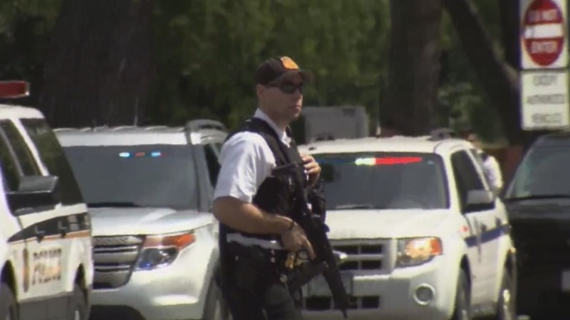 Secret Service shoots gunman outside White House