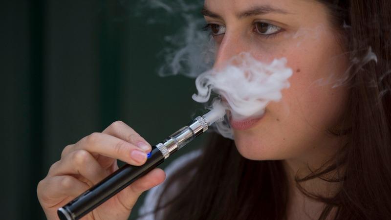 E-cigarette use stalls as health concerns grow