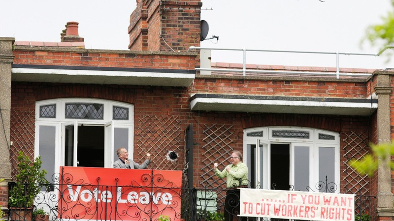 Brexit 'battle of the balconies'