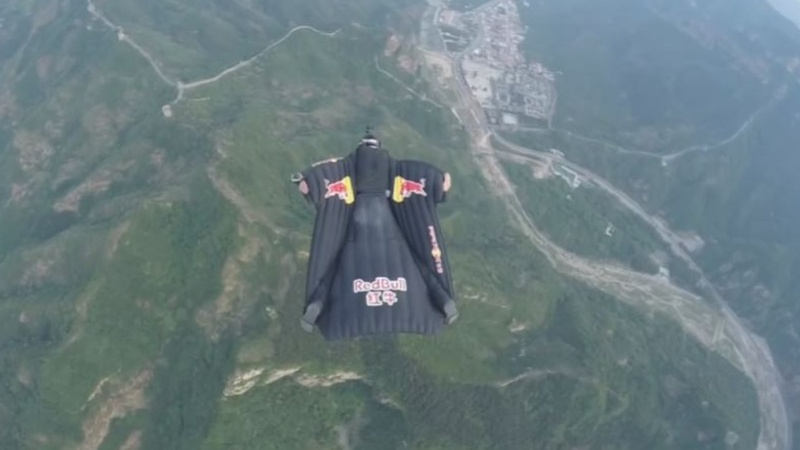 INSIGHT: Skydiver hits target on Great Wall of China