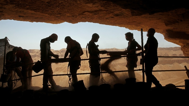 Archaeologists battle robbers in Israel