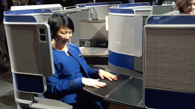 United Continental steps up fight for luxury customers