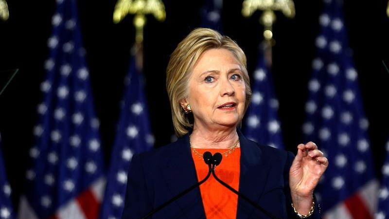 Clinton mocks Trump as 'dangerously incoherent'