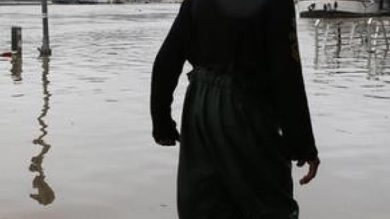 Louvre shut as Paris floodwaters rise