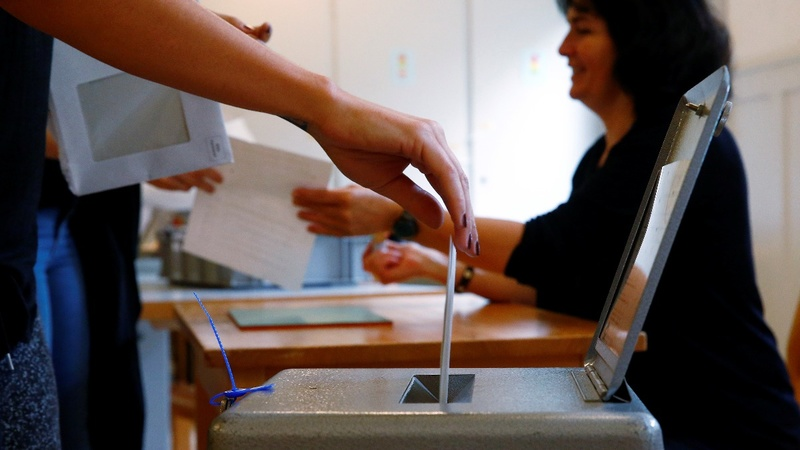 "Swiss voters reject ""money for nothing"" income plan"
