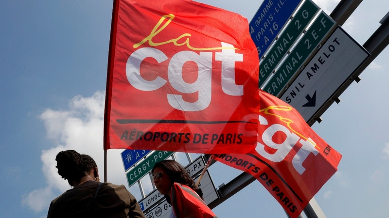 Strike brings Paris airport to a halt