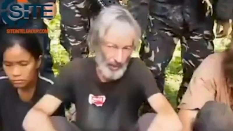 Philippine militants execute Canadian hostage