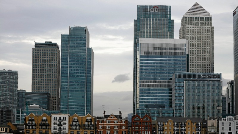 Banks draft in traders for Brexit night