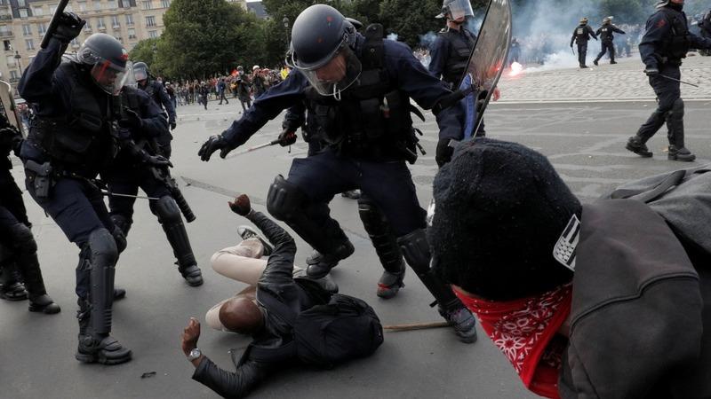 Violent clashes in Paris over labour law
