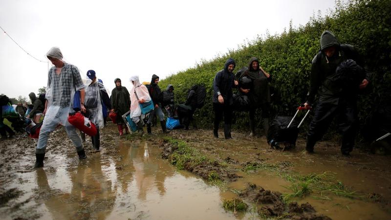 Police tell Glastonbury goers 'stay away'
