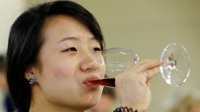 China's digital wine dealers beat big importers