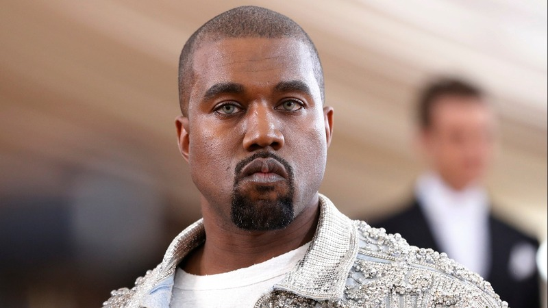 Kanye stirs up 'famous' nude controversy