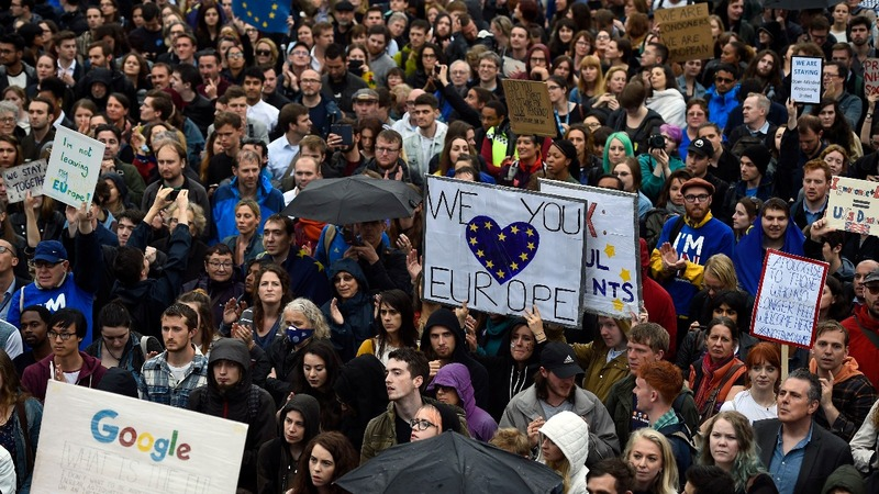 Thousands rally in London against Brexit