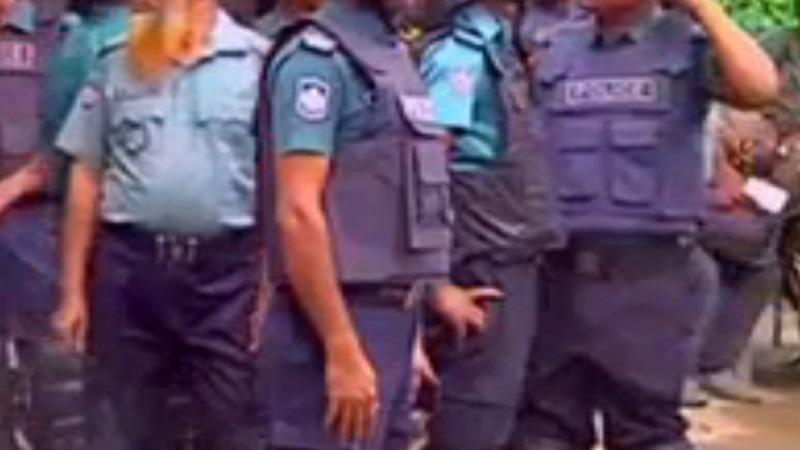 Islamic gunmen kill 20 in Bangladesh