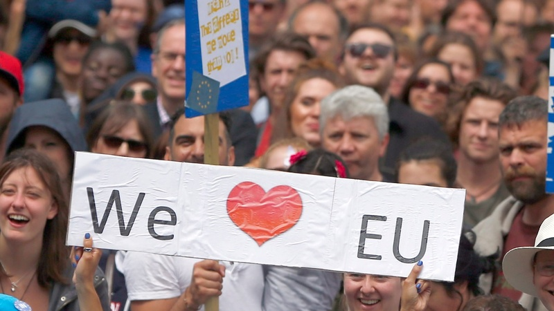 Thousands profess EU love at Brexit protest