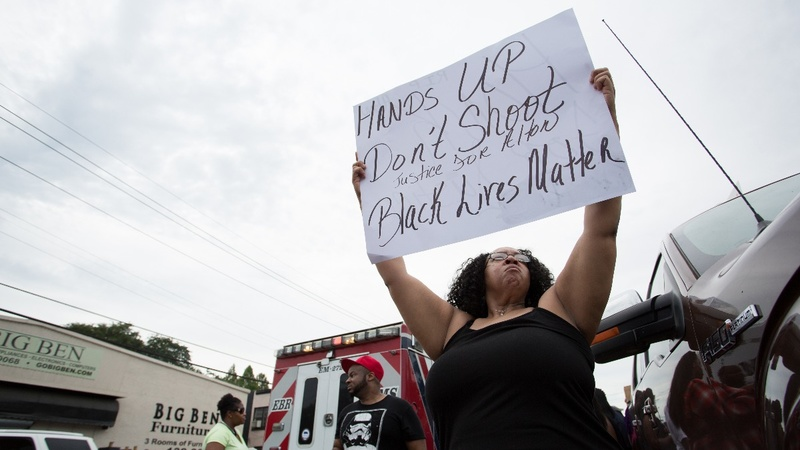 Woman live-streams aftermath of police shooting