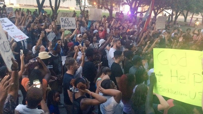 Snipers kill five Dallas police at protests