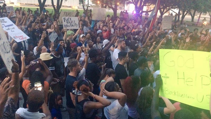 Dallas police killings upend 2016 campaign