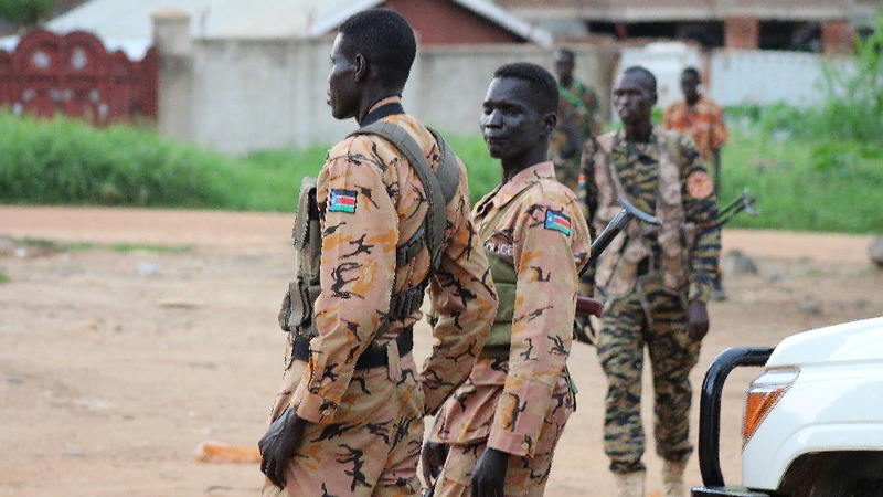 Gunfire pushes South Sudan towards civil war