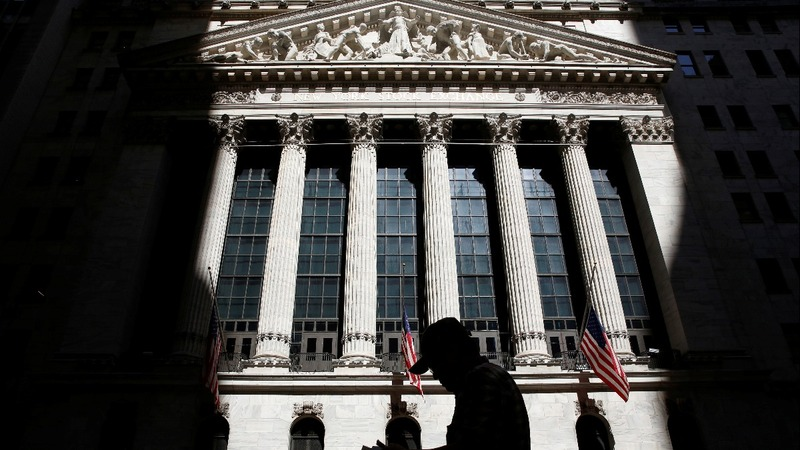 Wall Street  lifted to record high by economic hopes